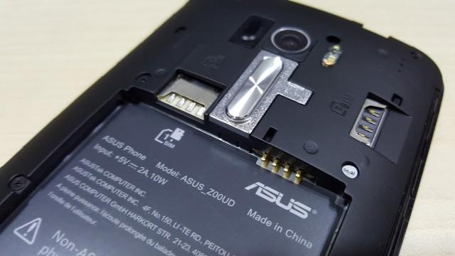 Dual SIM but no microSD.