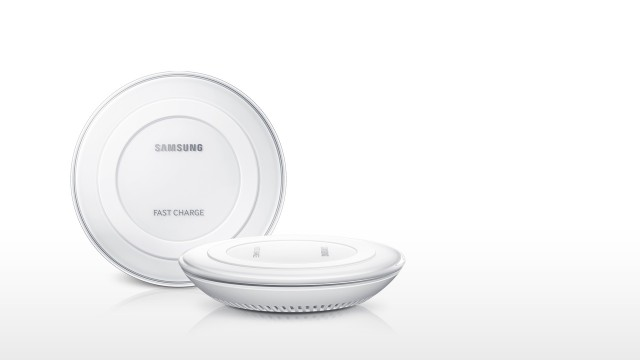 galaxy-note5_accessories_feature_wireless-charger_white