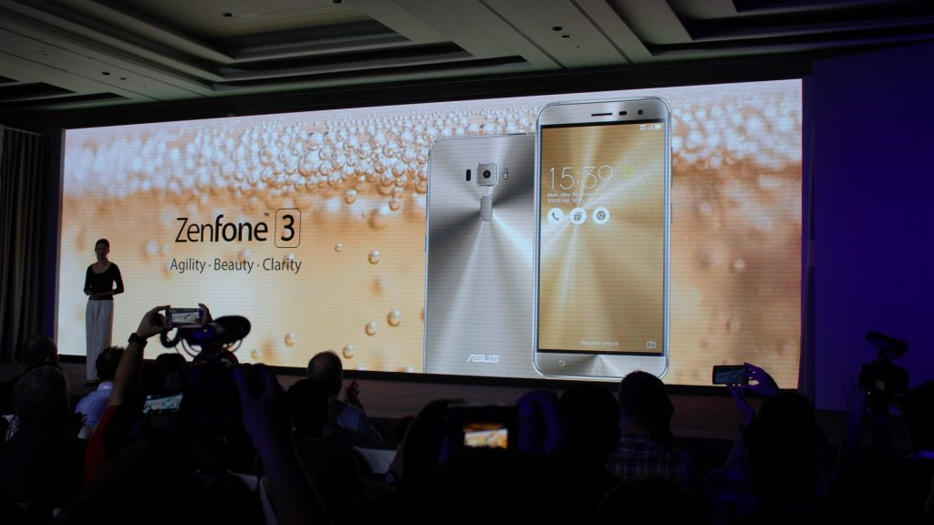 That was Zenfone 3 Deluxe. Now we move on to Zenfone 3. A little toned down.