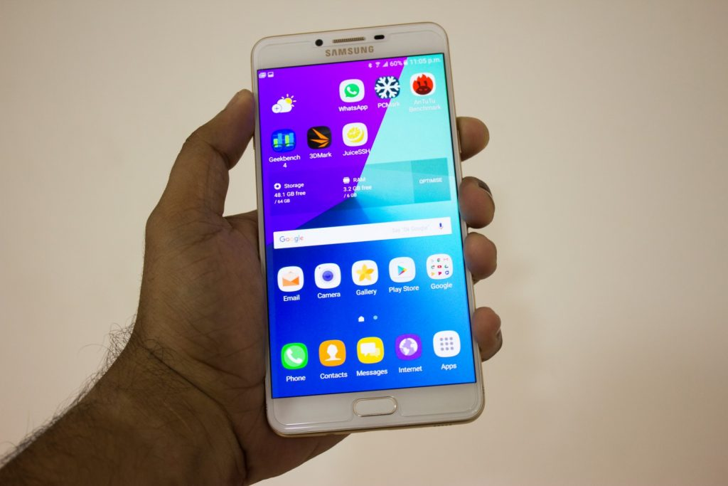 Samsung Galaxy C9 Pro Review - Largely Capable! 39