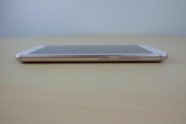 ASUS ZenFone 4 Max Pro (ZC554KL) Review - Maximum battery, minimum everything else 36