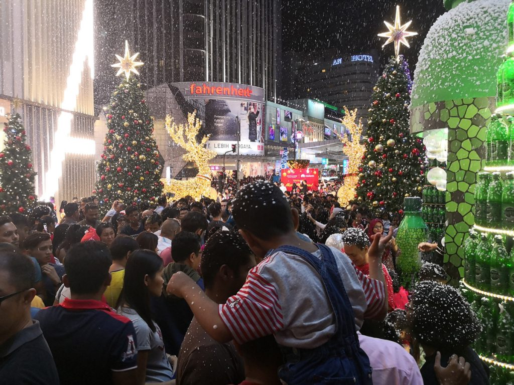 HUAWEI Delivers A Touch Of Christmas - Brings Snow To Life In Malaysia 25