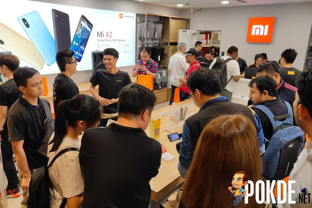 Pocophone F1 sold like hotcakes — Mi fans lined up in front of the new Mi Store Midvalley as early as 8pm yesterday! 23