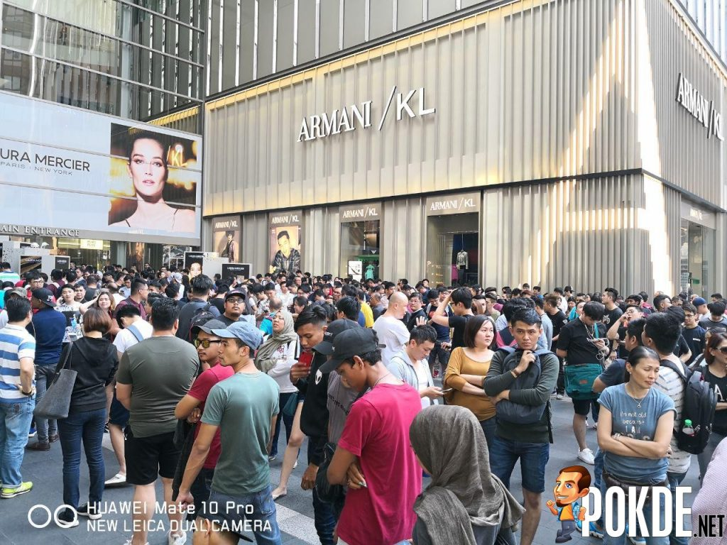 Huawei Mate 20 Series Officially Arrives In Malaysia - Massive crowds gathered for device's first day sales 24