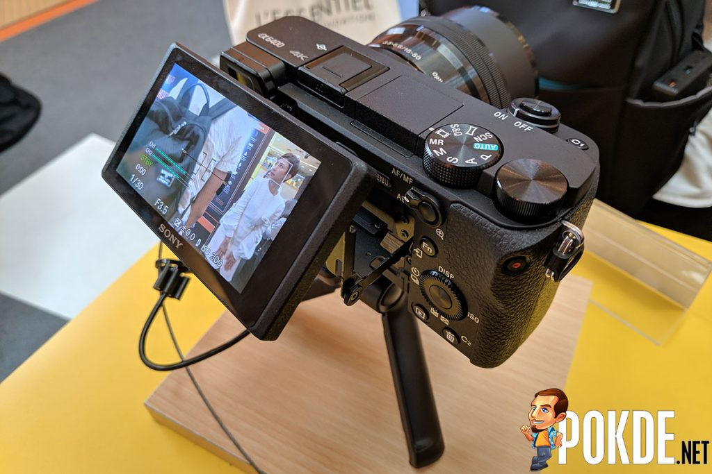Sony refocuses on vlogging with the new Sony RX0 II and Sony A6400 cameras 24