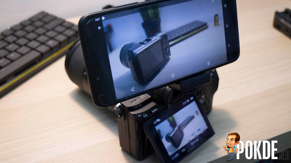 Upgrade your camera with a smartphone 25