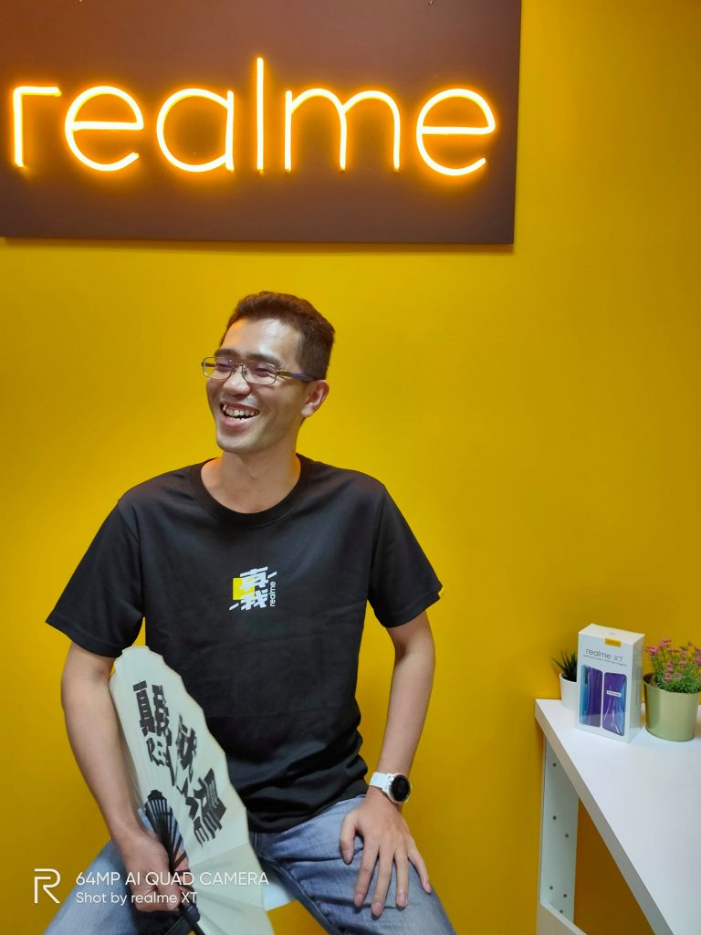 realme XT beside CEO Hunter Wang