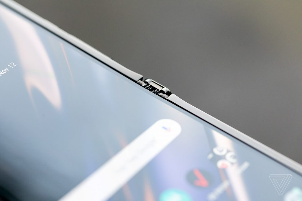 """Moto razr hits the deck with crease-free 6.2"""" foldable screen 28"""