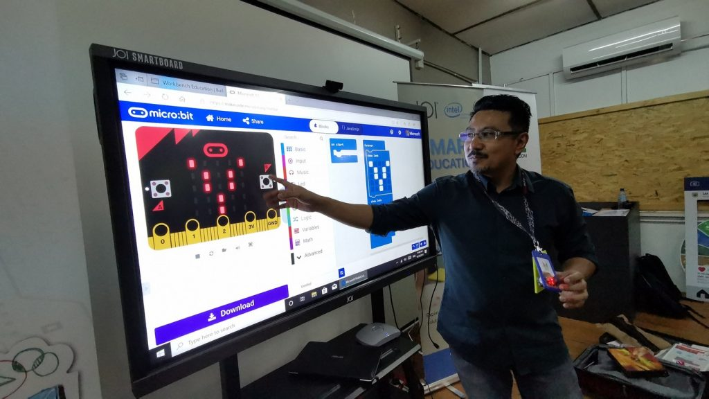 Transforming the Educational Experience with the JOI® Smartboard 19