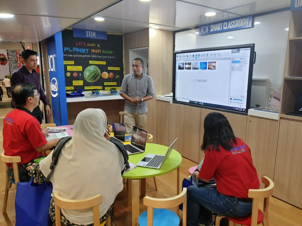Transforming the Educational Experience with the JOI® Smartboard 18